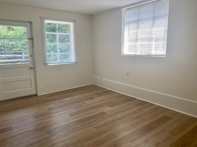 Renovated 1 Bedroom - living room