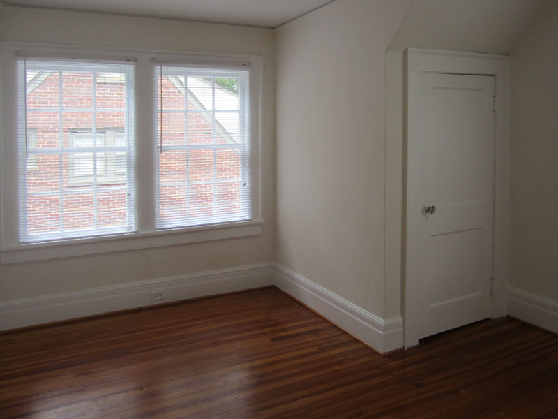 Upstairs front bedroom