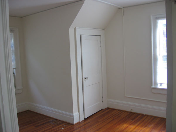 Front upstairs bedroom